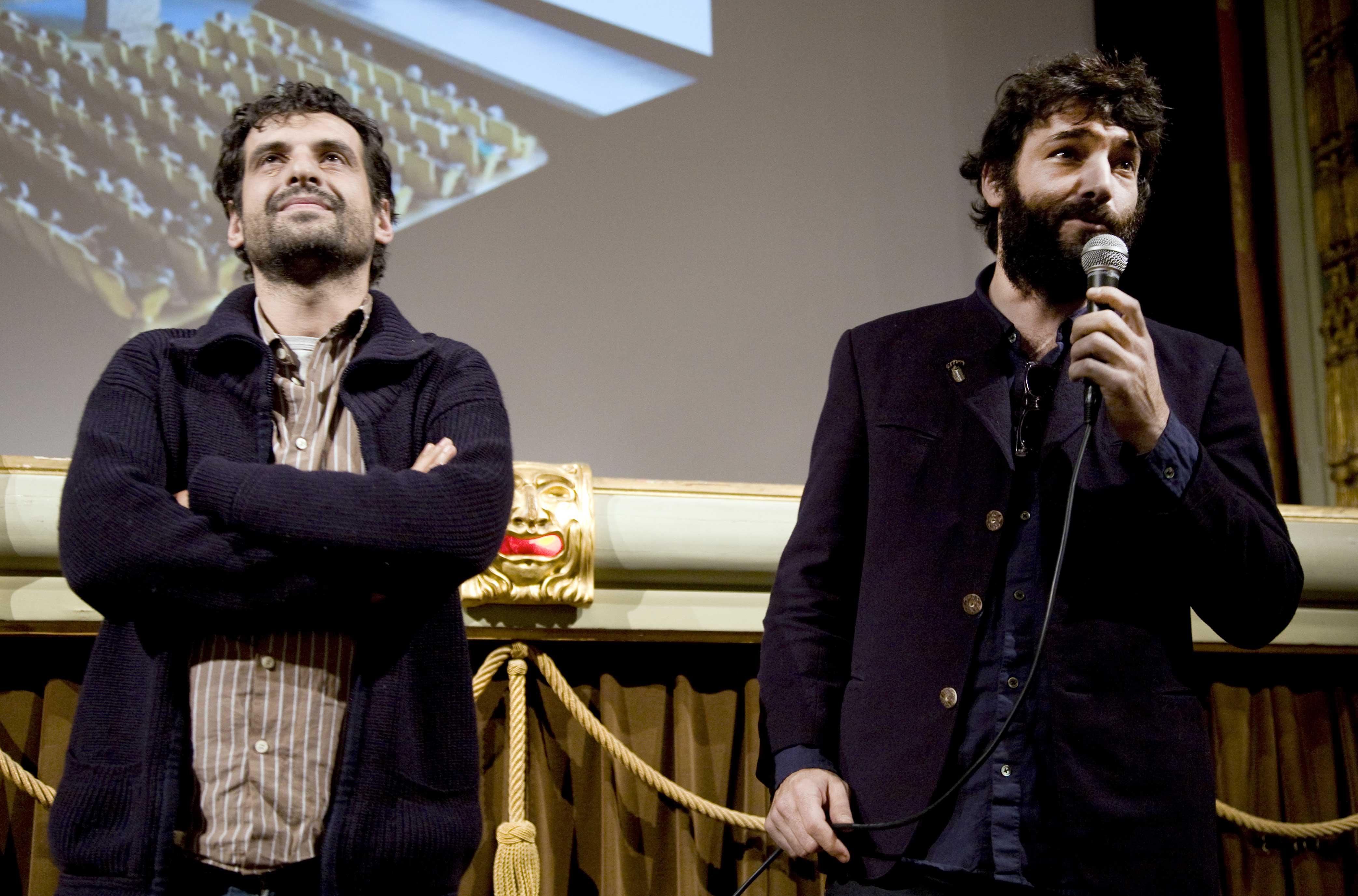 Home_Andrea-Masu-e-Paoluca-Barbieri-Marchi-di-Alterazioni-Video-vincitori-del-Premio-Lo-schermo-dellarte-2011